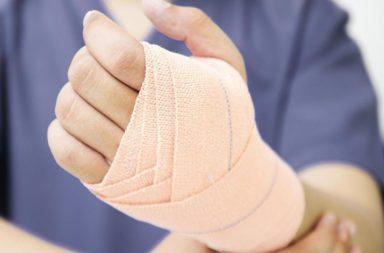 كيف تضمد يدك بعد الإصابة؟ - الحالات التي تتطلب تضميد اليد - ما الاحتياطات التي يجب عليك اتباعها عند تضميد يدك لضمان عملية شفاء سلسة - الضمادات