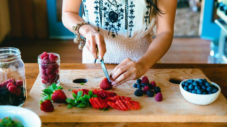 ما الذي يجب أن تعرفه عن تناول الفاكهة إن كنت مريضًا بالسكري؟