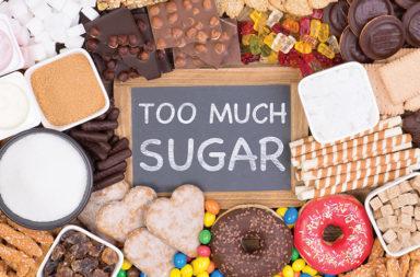 اثنتا عشرة طريقة يدمر بها الإفراط في تناول السكر أجسامنا - السكاكر المضافة في الأغذية والمشروبات والمعلبات - انخفاض جودة النوم