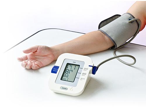 فرق الضغط الدموي بين الطرفين العلويين دلالة على مرض القلب وزيادة خطر الوفاة