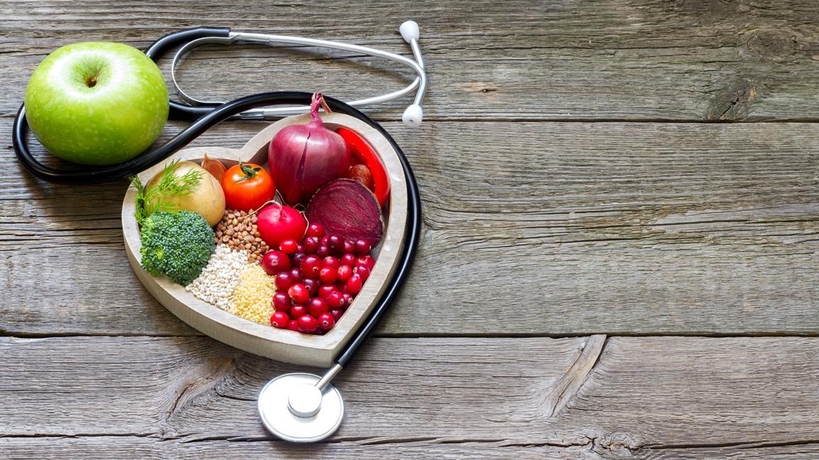 خمس عشرة طريقة طبيعية لخفض ضغط الدم - ارتفاع ضغط الدم حالة صحية خطيرة قد تلحق الضرر بالقلب - أمراض القلب والسكتة الدماغية - ضغط الدم المرتفع