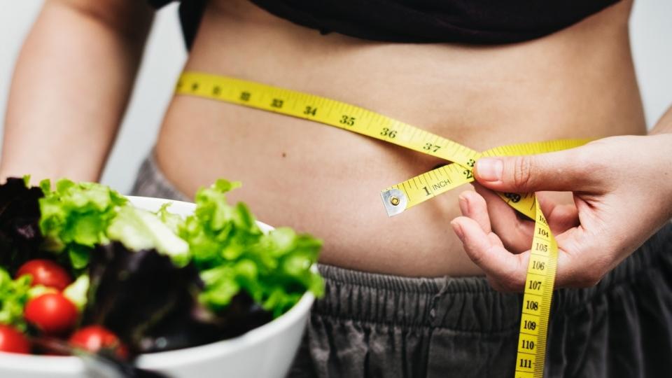 طرق إنقاص الوزن بعد سن الأربعين - خطوات صغيرة أن تساعدك على خسارة بعض الوزن بعد سن الأربعين - فقدان الوزن مع التقدم بالعمر