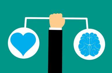 كيف تتجنب الاستثمار العاطفي ؟ ما بعض الاستراتيجيات التجارية للحفاظ على العواطف تحت السيطرة؟ استراتيجيات لإبعاد العاطفة عن الاستثمار