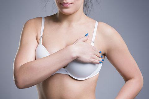 ألم الثدي Breast Pain: الأسباب والأعراض والتشخيص والعلاج