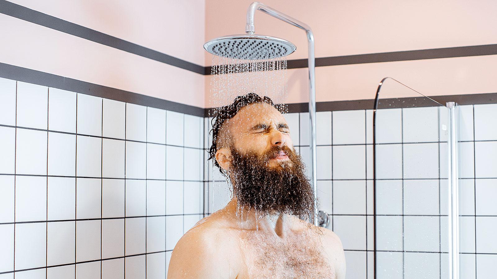 هل يفيد الاستحمام بالماء البارد لعلاج القلق - علاج آلام العضلات ويساعد على الاستيقاظ بسرعة ونشاط - فوائد الحمام البارد - علاج أعراض القلق