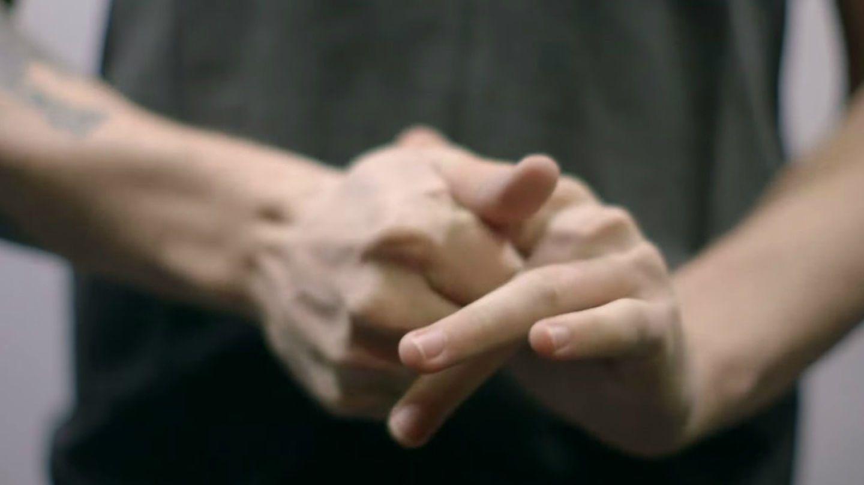 باحثون يكشفون أخيرًا السبب العلمي لطقطقة الأصابع