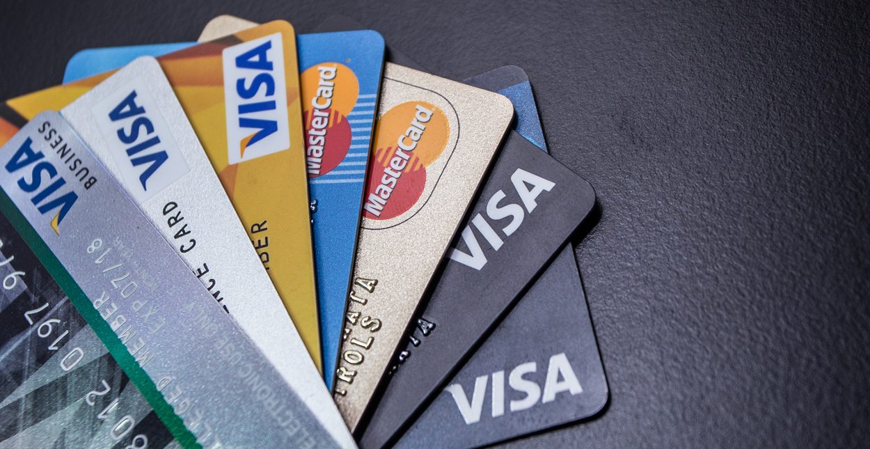 كيف تعمل البطاقات الائتمانية - استخدام البطاقات الائتمانية لبناء سجل ائتماني - لإجراء عمليات الشراء أو دفع الفواتير - شرح بطاقة الائتمان