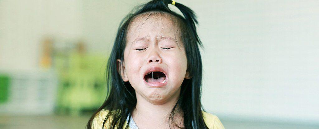 لماذا يكون البكاء مفيد أحيانًا؟