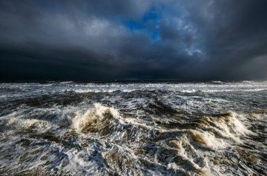 تحذير من العلماء: عواصف عاتية تحدث مرة كل القرن قد تصبح حدثًا سنويًا في معظم أنحاء العالم لا سيما في صدد ارتفاع مستوى سطح البحر