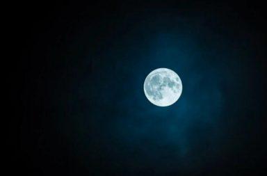 العلماء يقدمون تفسيرًا جديدًا لعدم التماثل الغريب للقمر - اصطدام جسم بحجم كوكب المريخ بالأرض البدائية - بداية تشكل القمر - الاختلاف بين جانبي القمر