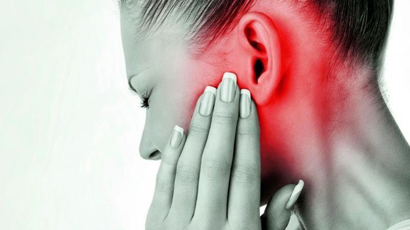 التهاب الأذن الوسطى: الأسباب والأعراض والتشخيص والعلاج