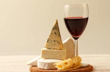 تناول الجبن والنبيذ يمكن أن يقي من الخرف - دور النظام الغذائي في تطوير الخرف - الأطعمة التي تقلل من تطور الخراف لدى الأشخاص - التدهور المعرفي