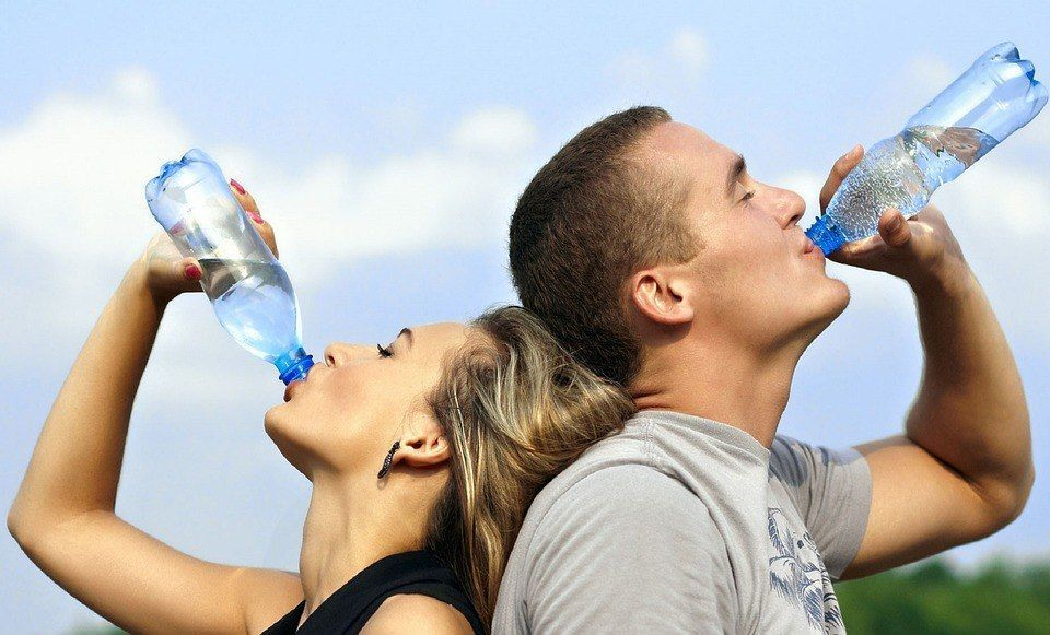 هل يتسبب شرب الماء دفعة واحدة بتضرر كبدك؟