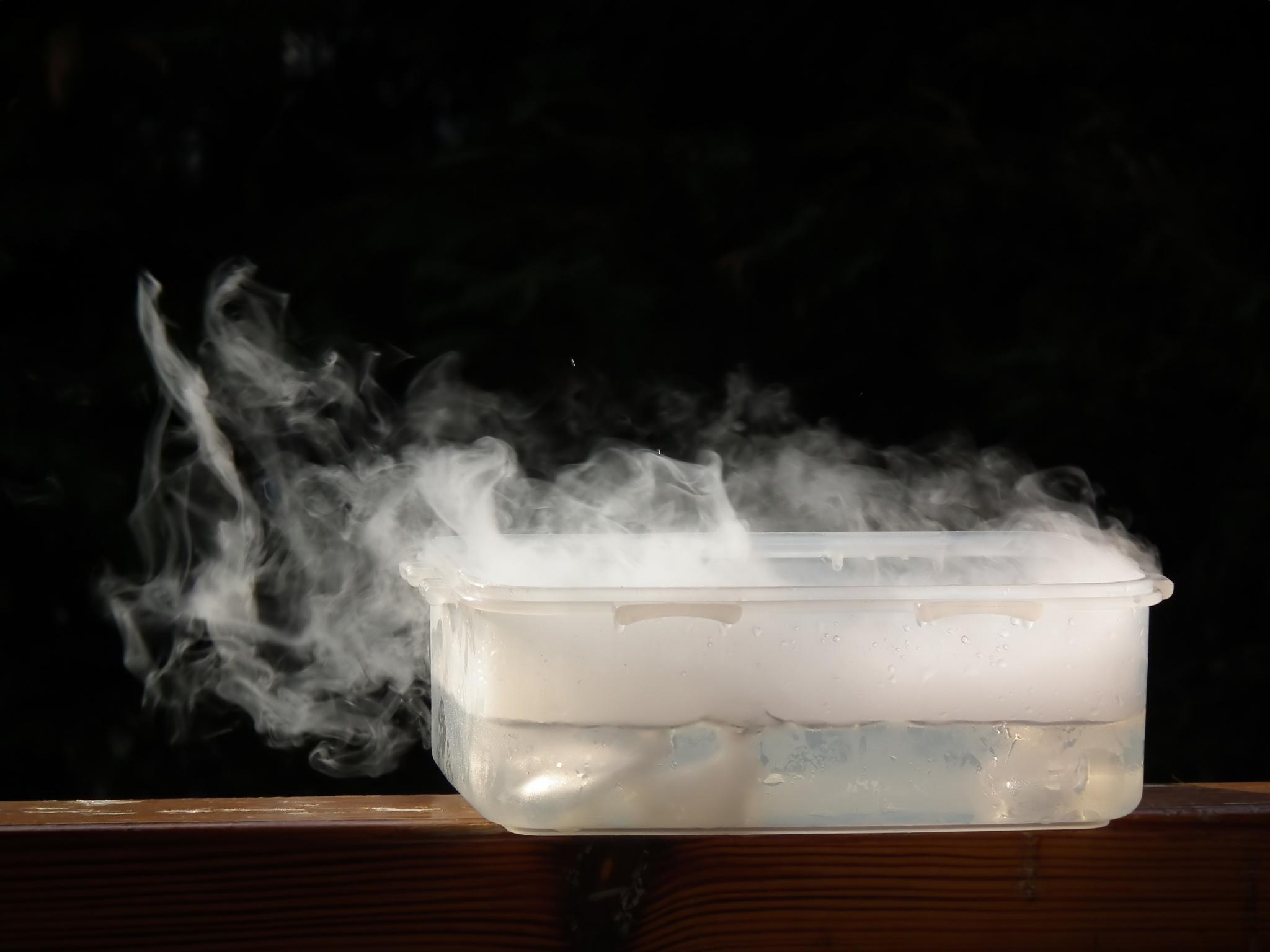 لماذا يتسبب الجليد الجاف بالحروق؟ - هل يمكن للجليد الجفاف التسبب بحروق الجلد؟ - كيف لشيء جليدي شديد البرودة أن يحرق شخصًا ما؟