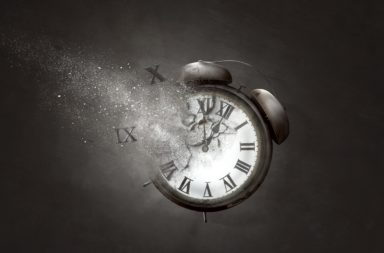 الساعات الأدق ربما تضيف المزيد من الفوضى (الإنتروبيا) - ما أهمية الساعات الكمية - الساعات الأدق في الكون - كيف يزيد اضطراب الكون في كل مرة نقيس الوقت؟
