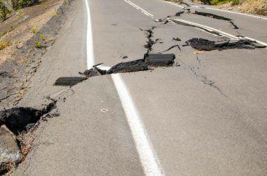 أسباب حدوث الزلازل المناطق التي تنتشر فيها الزلازل مناطق انتشار الزلزال الهزة الأرضية الصفائح التكتونية البراكين الضغط في باطن الأرض