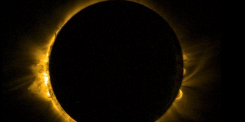 كيف ساهم كسوف الشمس بإثبات صحة نسبية أينشتاين؟