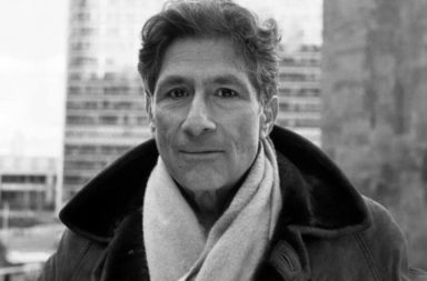الفيلسوف الفلسطيني إدوارد سعيد: السيرة الشخصية - أكاديمي وناشط سياسي وناقد أدبي فلسطيني أمريكي - في الأدب في ضوء السياسة الاجتماعية والثقافية المحيطة