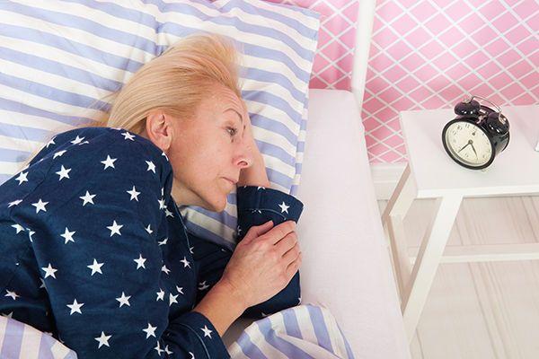 الزهايمر يهاجم الخلايا العصبية المسؤولة عن بقائك مستيقظًا