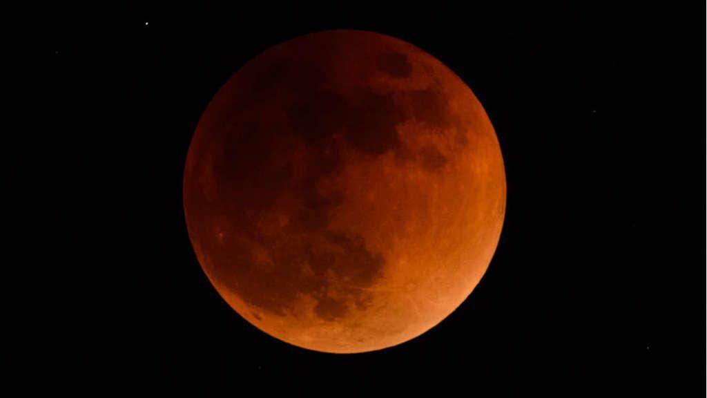 قبل نهاية هذا الشهر سيحدث أطول خسوف للقمر في قرن وسنتمكن من رؤيته!