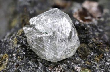 هل يمكننا استخراج الماس من قاع المحيط؟ كيف يمكننا استخراج الماس من تحت مياه البحر؟ العثور على الماس في الرواسب تحت المحيط