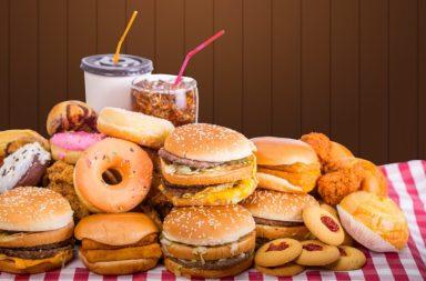 لماذا يصعب علينا رفض الطعام اللذيذ؟