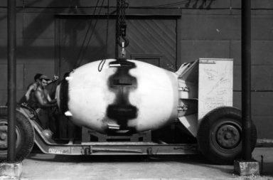 ما هو المشروع التي عملت أمريكا في إثره على تطوير سلاح نووي في الحرب العالمية الثانية؟ - مشروع مانهاتن: ما الهدف منه وما نتائجه