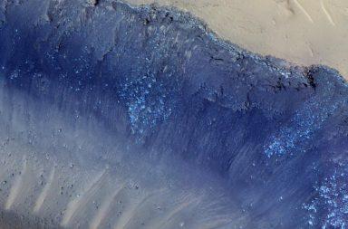كيف تشكلت الانهيارات الأرضية على سطح المريخ؟ - الصخور والأتربة المنجرفة على سطح الكوكب الأحمر - قوى الجاذبية على كوكب المريخ