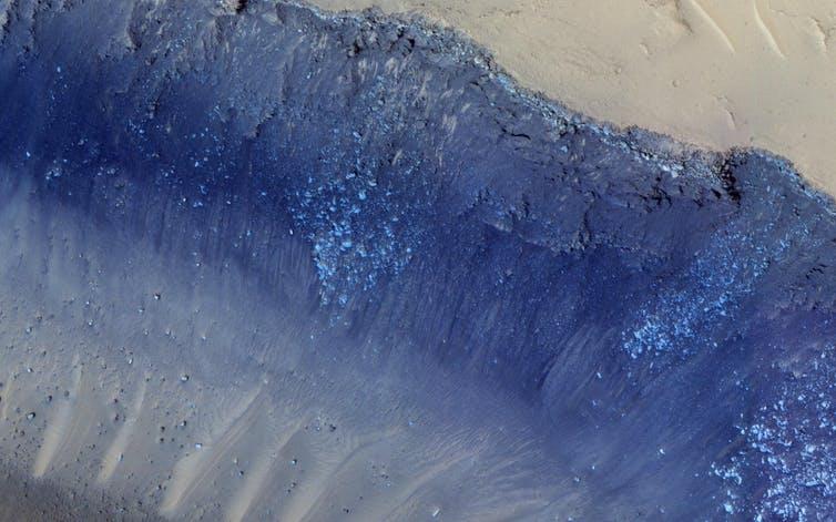 كيف تشكلت الانهيارات الأرضية على سطح المريخ؟