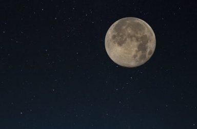 5 خرافات عن القمر يمكنك دحضها بنفسك - أول ظهور للقمر العملاق هذا العام، والقمر العملاق هو أكبر ظهور لقمر مكتمل - أساطير عن القمر