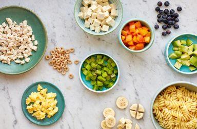 أطعمة للتناول باليد لطفلك بعمر 6-12 شهرًا - قطع صغيرة من الطعام - أطعمة يستطيع الطفل تناولها بسهولة - اعتياد الطفل على تناول طعام المنزل