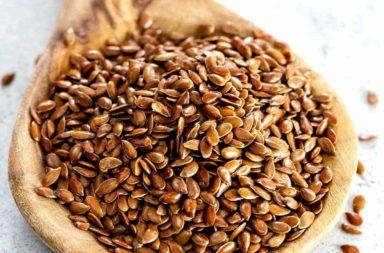 فوائد بذور الكتان - الأحماض الأمينية والدهنية والأوميغا 3 والألياف ونسبة عالية من الفيتامينات - ضبط مستويات سكر الدم - خفض ضغط الدم
