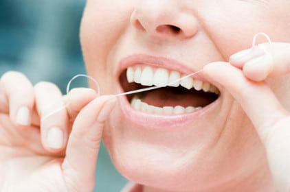 هل يتوجب عليك الاستمرار في استخدام خيط الأسنان ؟