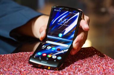 ما هي الهواتف القابلة للطي ولماذا هي مهمة؟ - اقتناء الهواتف الذكية عن الشاشات الكبيرة - صنع أكبر حجم ممكن للشاشة - شاشتي عرض منفصلتين
