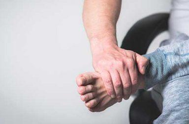 ما أسباب ألم القدم وما علاجه - ألم أو انزعاج في جزء واحد من القدم أو أكثر - ممارسة التمارين الرياضية - حمل الأوزان - زيادة الوزن