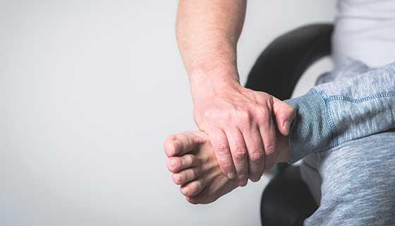 ما أسباب ألم القدم ؟ وما علاجه؟