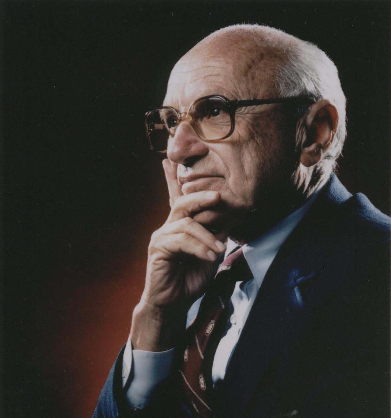 ميلتون فريدمان وإسهاماته في الاقتصاد - عالم اقتصاد وإحصاء أمريكي - نظرية السوق - السوق الحرة - الرأسمالية - علماء الاقتصاد الكينزيين