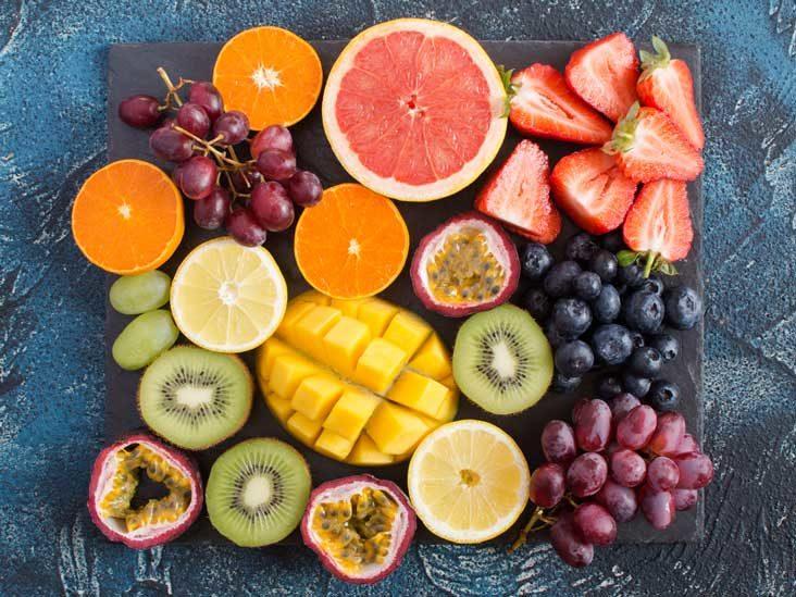 عشرون نوعًا من الأغذية الغنية بفيتامين سي