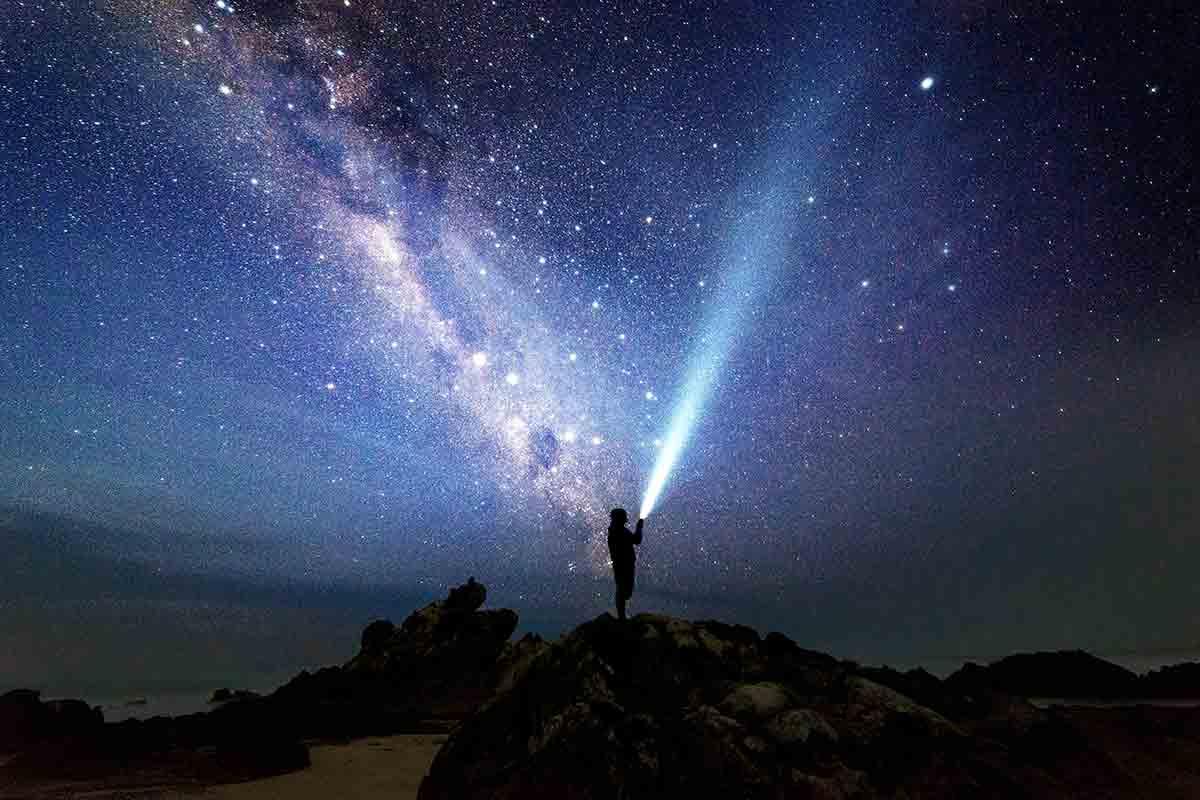 ما هو حجم الكون ؟