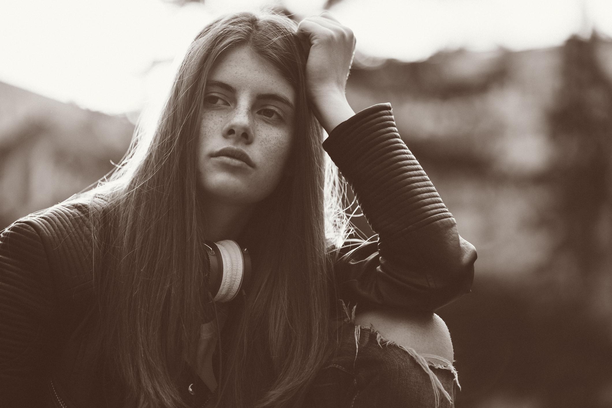 لماذا نلجأ عند الحزن إلى الموسيقى الحزينة - أغنية تبعث على السعادة والنشاط - التخلص من التشاؤم - الخروج من حالة الحزن - الترويح عن النفس