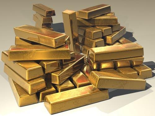 لماذا الذهب ذهبي - ما الذي يجعل الذّهب ذهبيًا - ما الذي يجعل الذّهب يلمع - لماذا تلمع المعادن - سبب بريق الذهب الأصفر المتألق