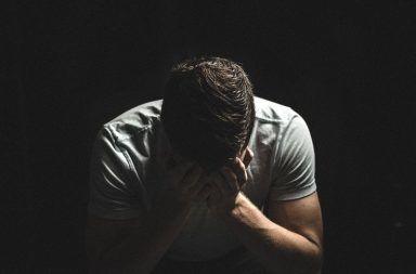 الندم الخوف علاقة عاطفية
