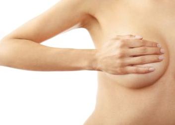 إفرازات حلمة الثدي: الألوان والأسباب، ومتى تجب مراجعة الطبيب - سائل أو مائع يخرج من حلمتك - تسرب بعض الحليب من الثدي في فترة الحمل أو الرضاعة