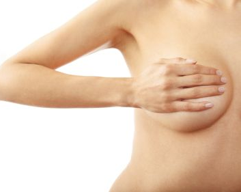 إفرازات حلمة الثدي: الألوان والأسباب، ومتى تجب مراجعة الطبيب؟