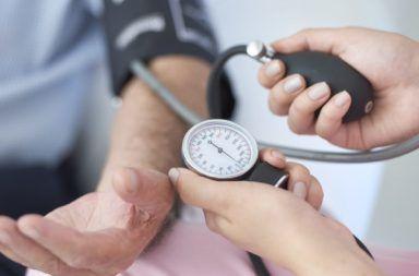 هبوط ضغط الدم الانتصابي Orthostatic Hypotension حالة ينخفض فيها ضغط الدم بشكل كبير عند الوقوف سريعًا الشعور بالدوار أو الإغماء عند الوقوف