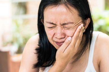 أسباب شلل بيل أعراض شلل بيل علاج شلل العصب الوجهي أعراض شلل العصب الوجهي شلل بيل أو الشلل الوجهي الأسباب والأعراض والتشخيص والعلاج عضلات الوجه