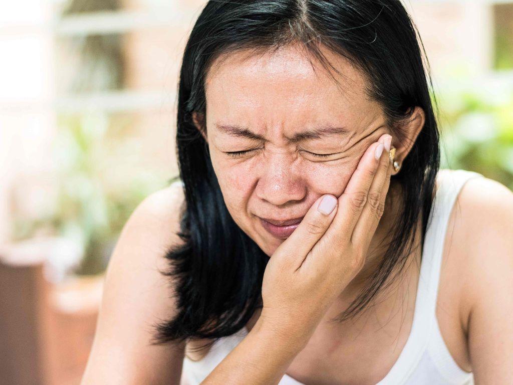شلل بيل أو شلل العصب الوجهي: الأسباب والأعراض والتشخيص والعلاج