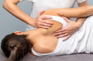 ما هو العلاج التقويمي للعمود الفقري وما فوائده؟ - أفضل 10 فوائد للحصول على العلاج التقويمي للعمود الفقري، وكيف تجد المعالج المناسب لك