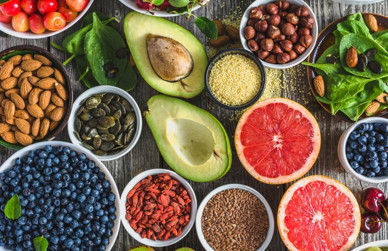 التنوع الغذائي مهم لصحتنا، لكن تعريفه قد يكون غامضًا - النظام الغذائي الصحي - خطر الإصابة بالأمراض الناتجة عن البدانة والوزن الزائد - الإرشادات الغذائية