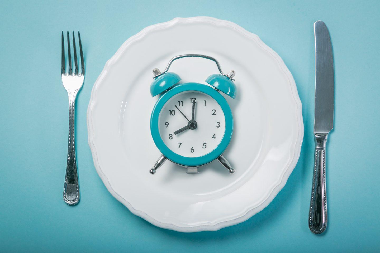أظهرت دراسة جديدة فائدة حصر أوقات تناول الطعام خلال 10 ساعات يوميًا